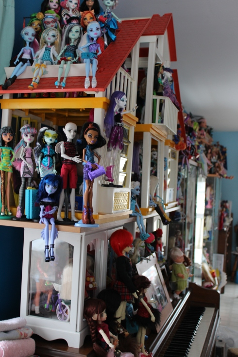 Monster High Gang on Dream House