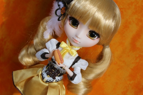 Pullip with MiWorld Hotdog