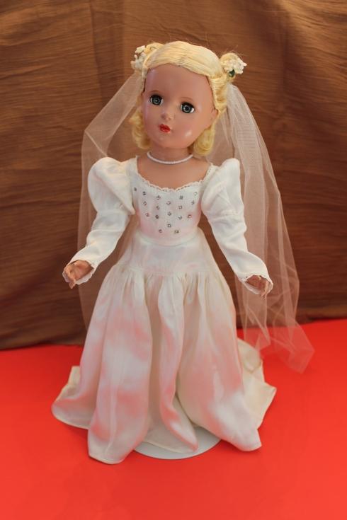 "17"" Lucy Bride"
