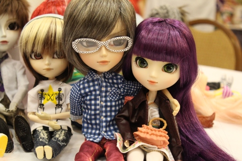I love the purple wig and the make up free face on this Pullip!