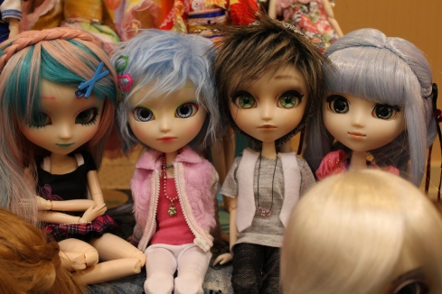 The two middle Pullips are adorable!