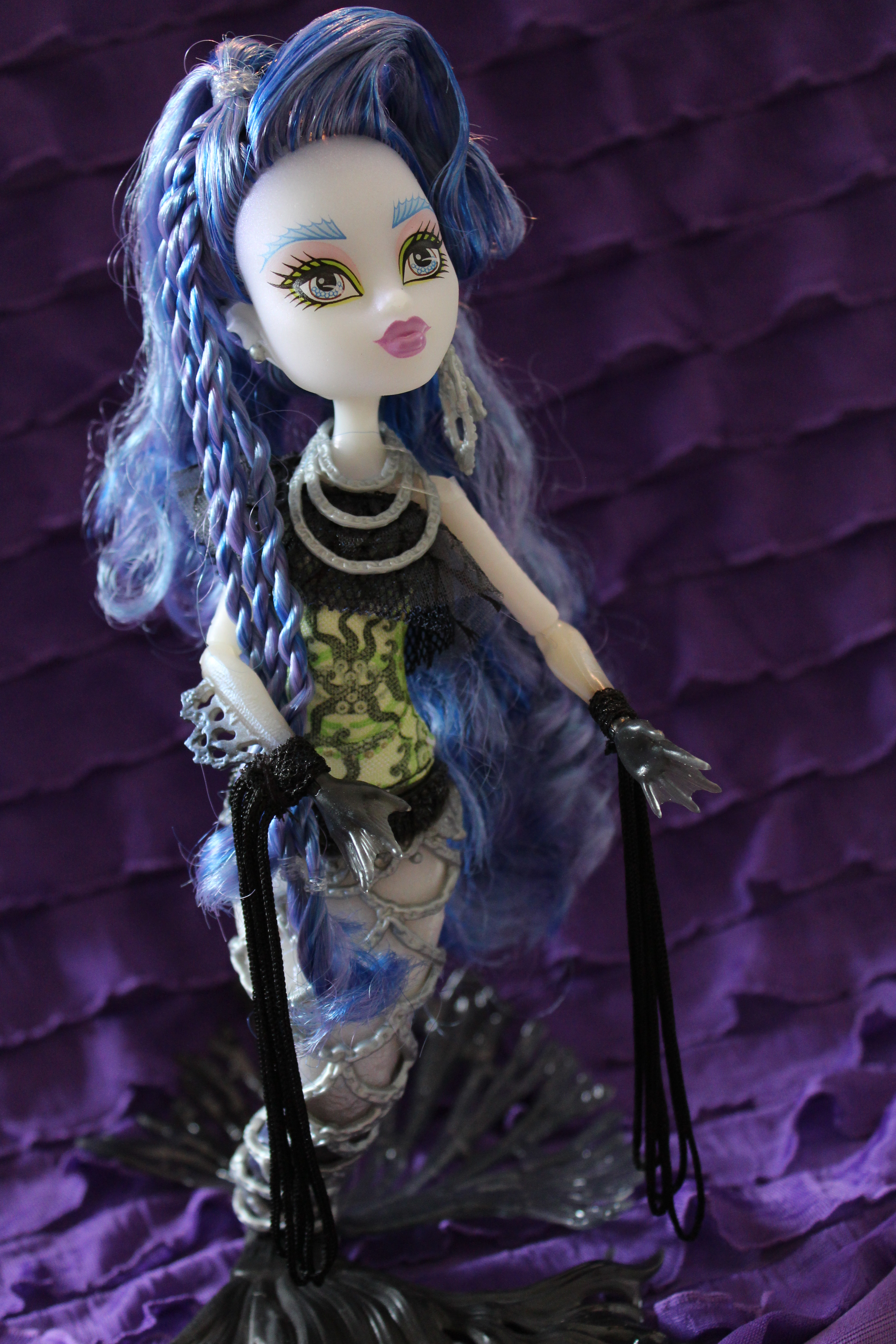 Dolly Review Monster High Freaky Fusion Sirena Von Boo